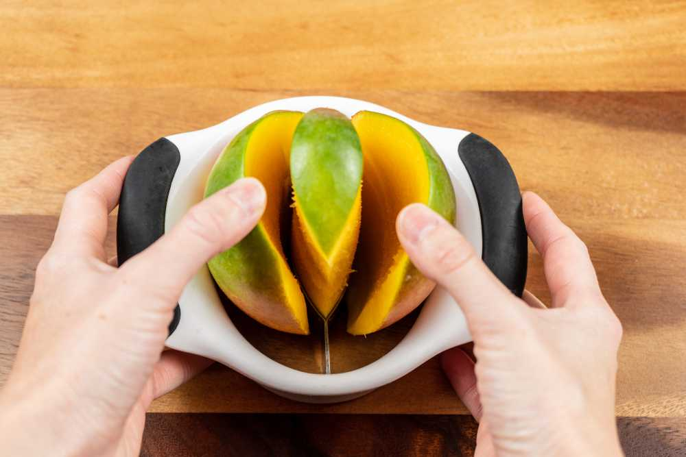 Cutting Mango with Splitter